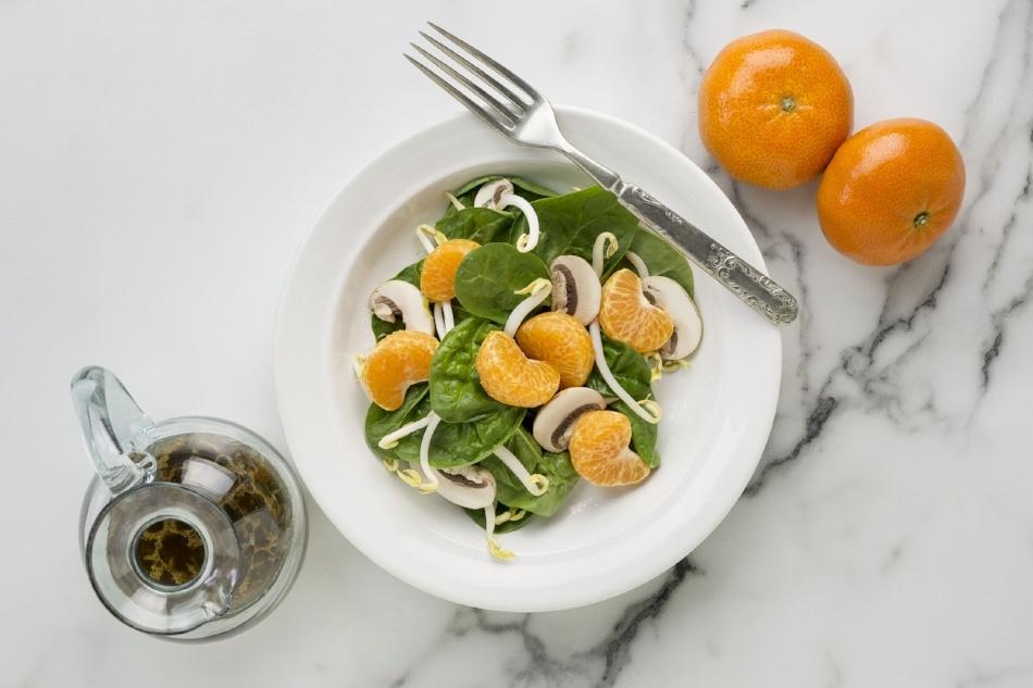 oriental spinach salad2-338110-edited