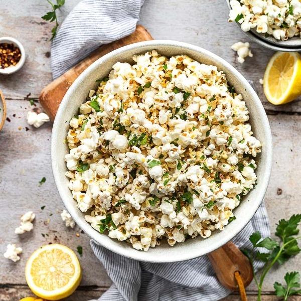 Popcorn with lemon