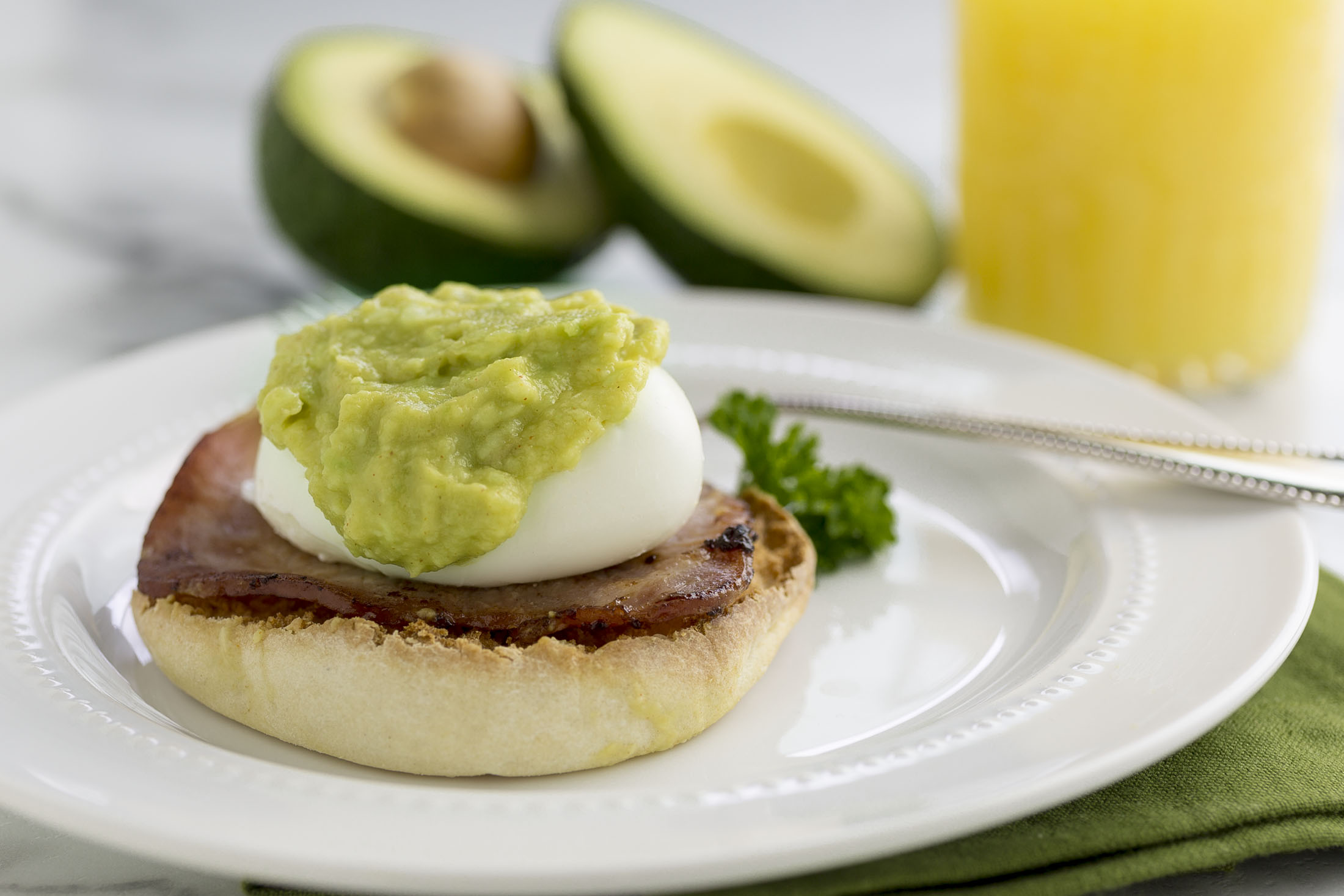 avocado eggs benedict2